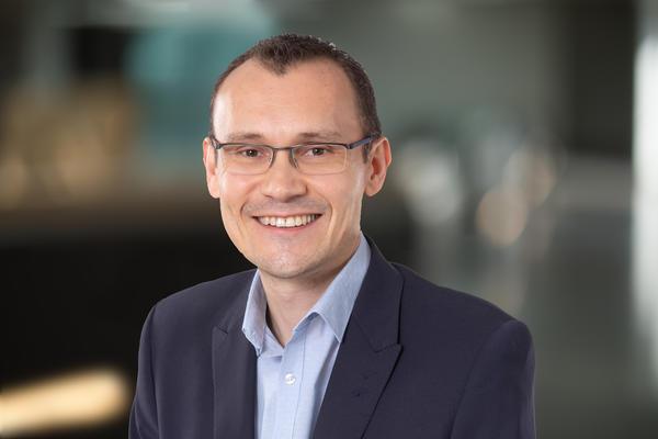 Prof Simon Draper